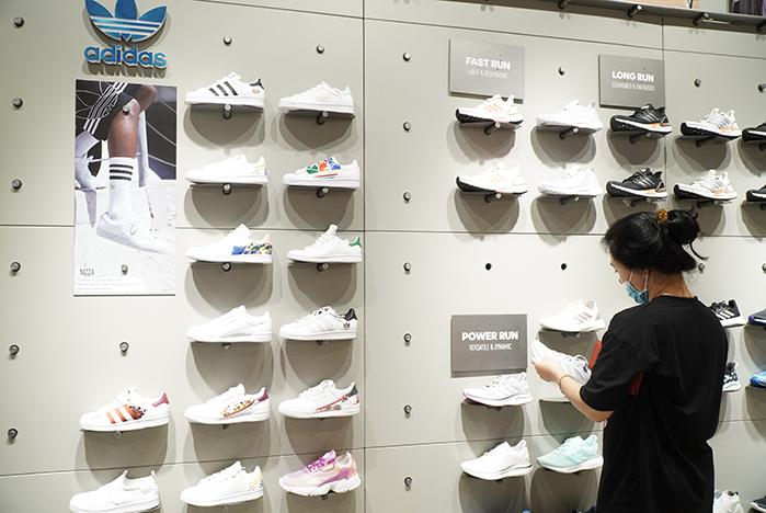 Adidas_Qua tang phu nu